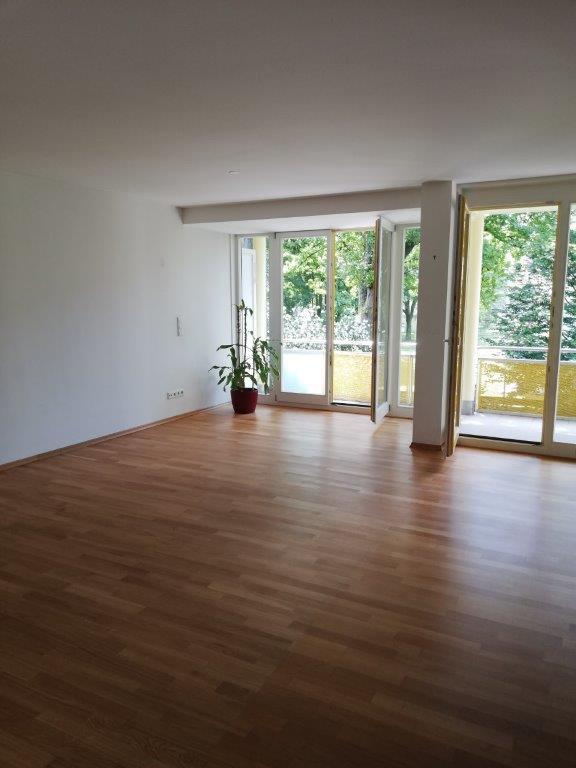 Wohnen in Münchner Süden! Zauberhafte 4-Zimmer-Wohnung mit schönem Balkon und Blick