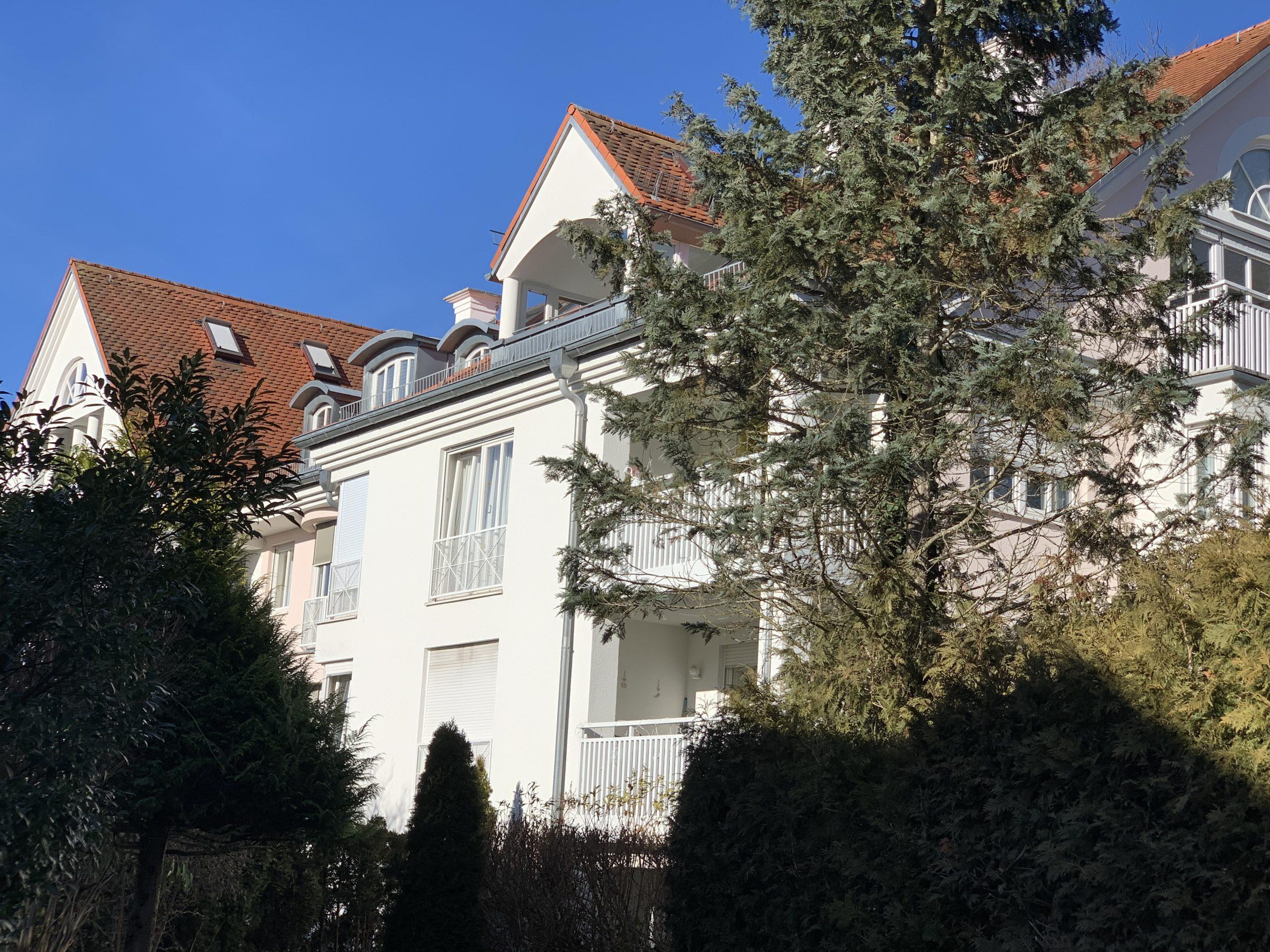 Fußläufig zum Ortskern Grünwald!  4- Zimmer Wohlfühl-Wohnung in absolut charmanter Wohnanlage